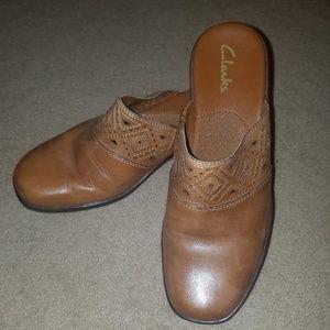 Clark's Tan Slip on Leather 8 1/2 M mules
